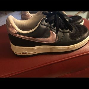Nice Nike Air sneakers size 8